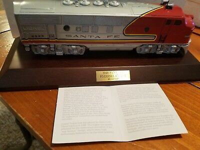 Avon fine collectible 1948Santa Fe Train inporcelain by Lionel (slightly used)