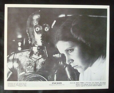 **STAR WARS** B&W 8x10 Movie Photo/Still Carrie FISHER as Princess Leia & C3PO