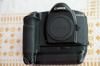 Canon EOS 1-N mit Power Booster