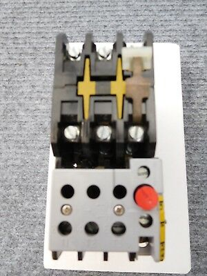 Crabtree 3 Ph Contactor T8 fitted 1.6-2.4 Amp overload 240v coil