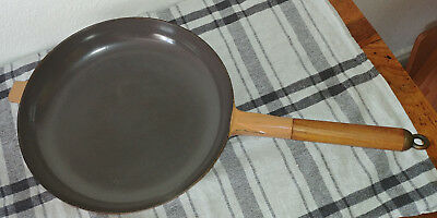 LE CREUSET Made in France Gusseisen Pfanne Bratpfanne mit Holzgriff ...