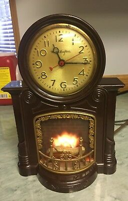 Mastercrafters electric Fireplace clock, vintage, in nice shape. Works great..
