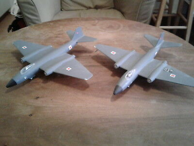 2 x Canberra Bomber