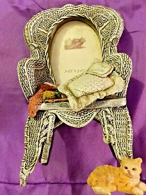 """3-D Resin Wicker Chair ~ Picture Frame ~ Knitting w/Yellow Cat ~ 2 1/2"""" x 3 1/2"""""""