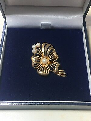9ct. 9K. 375. Yellow Gold, Stunning Cultured Pearl Brooch