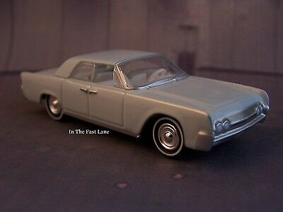 1961 61 Lincoln Continental 1/64 diecast  collectible model classic car