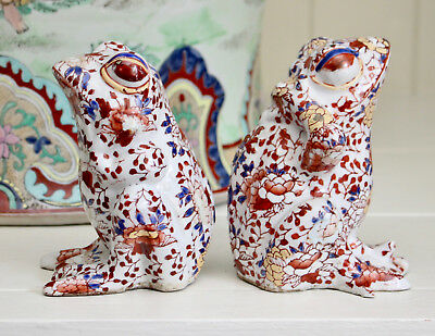 Two Antique Chinese Imari Porcelain Frogs, Red Seal Mark to the Base