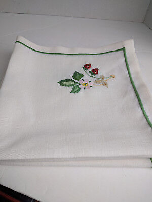 SET OF 4 EMBROIDERED CLOTH DINNER NAPKINS STRAWBERRY 18x18 WHITE NEW