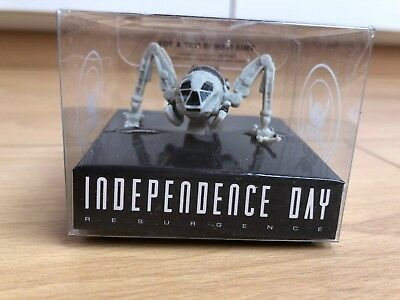 """Moon tug from movie """"Independence Day: Resurgence"""""""