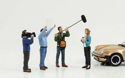 Figurine Camera Reporter Crew Racing Set 4 Pcs 1:24 American Diorama No Car