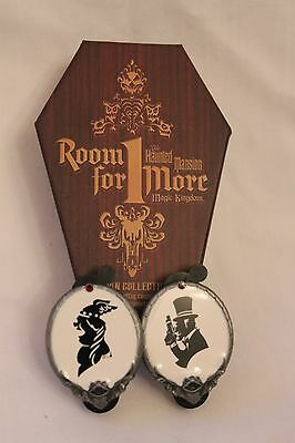 Room for one more Haunted Mansion Black White Cameo Pins Singing lady / Duel Guy