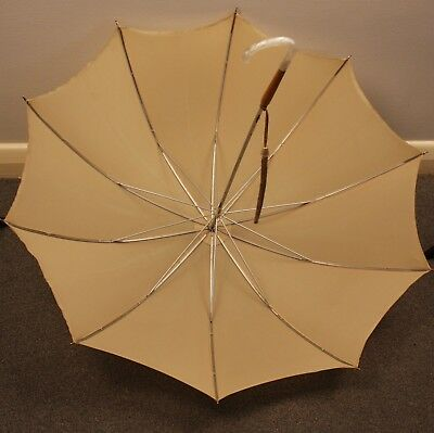 BEIGE UMBRELLA WITH CREAM HANDEL. ORIGINAL VINTAGE 1960s.