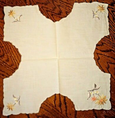 "Vintage Linen Bread Basket Liner w/Flowers Embroidered on Each Corner 15.5"" sq"