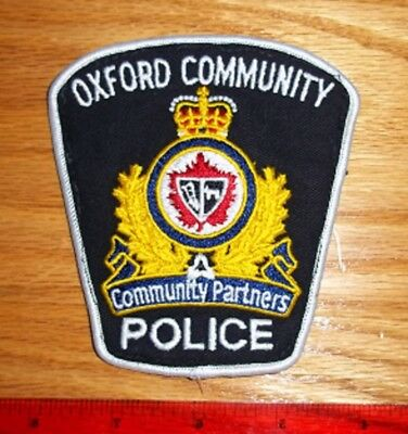 VINTAGE OXFORD COMMUNITY POLICE PATCH  obsolete,enforcement,security guard, 1999