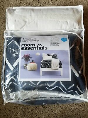 Room Essentials Twin XL Black/White Dorm Bed Comforter  4 Pc Set - New
