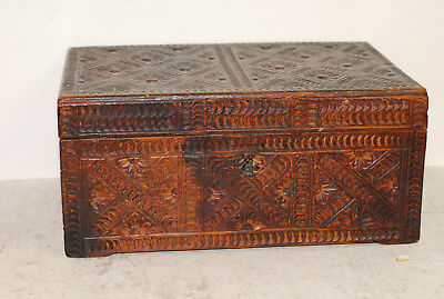 Antique American chip-carved box, probably beech, 18th-early 19th century