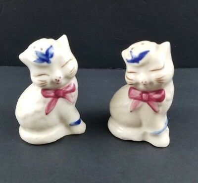 Vintage Shawnee Puss N Boots Kitty Cat Salt and Pepper Shakers with Corks