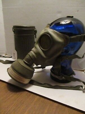 Vintage Ww1/ Ww11 Gas Mask And Case