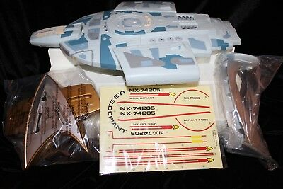 Star Trek Playmates USS Defiant NX-74205 Collector's Edition Ship Lights & Sound