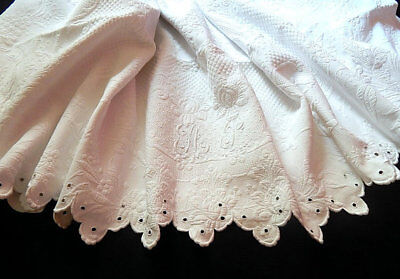 Vintage French Coverlet / White French Pique Bedcover with Embroidered Scallops