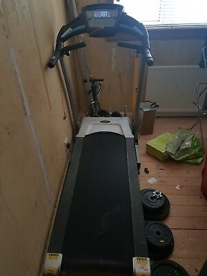 roger black treadmill hardly used, great condition. Incline and foldable.