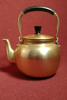 Vintage-Small-Aluminum-Tea-Pot-Kettle-Gold-Tone-Japan 1 liter.