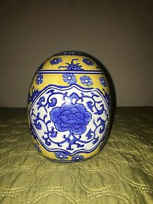 Chinese antique vase hand-made Blue and White porcelain flower pattern authentic