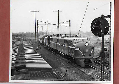 Pennsylvania RR PRR Photo Locomotive #5870 & Passenger Train B&W 8X10