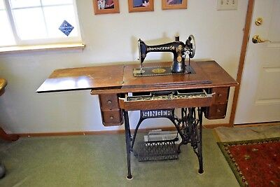 Vintage Antique Singer Treadle & Sewing Machine in Table Cabinet, circa 1905
