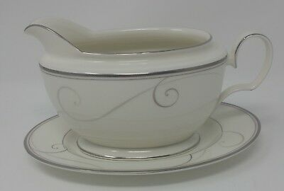 Noritake Platinum Wave Gravy Boat with Tray - Mint