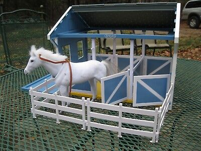 Breyer Classics Country Horse Stable/Barn 3 Stalls and Fence-Sold Disassembled