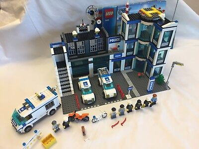 Lego City 7498 Police Station Excellent With Box And Instructions