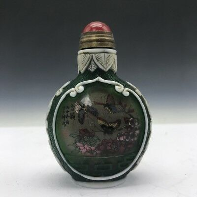 Collect Chinese glass snuff bottles for painting butterflies and flowers.   b585