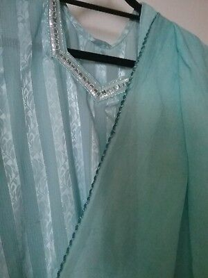 Pakistani/ indian salwar kameez pre-owned, silk, self printed with lace