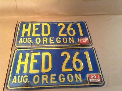 Vintage Pair Oregon Licence Plates HED 261 from the 60's or 70's