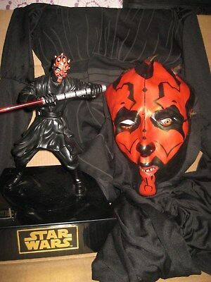 Star Wars: Darth  Maul Moving Figure And Costume