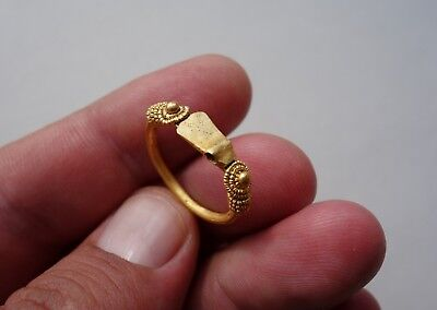 Ancient Gold Viking ring, a axe between wire wrap, circa 9th-10th century