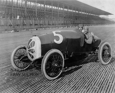 Buick 1900 boardtrack racer with Louis Chevrolet photo early 1900 racing photo