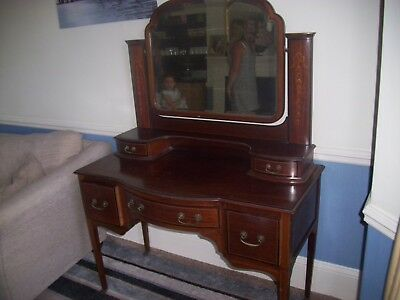 Dressing table with Swing Mirror Beautiful Antique