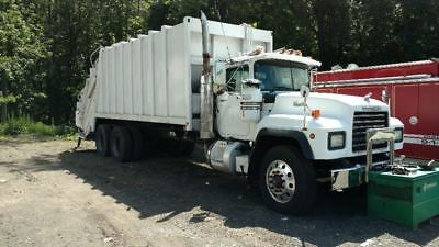 2000 Mack RD688S with 31YD Leach packer body