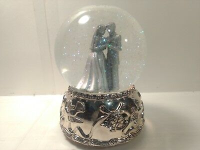 Wallace Silversmiths Silver Plated Musical Wedding Water Snow Globe 2001 hd207