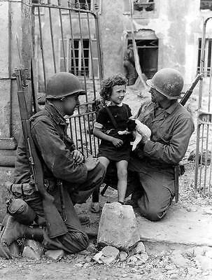 WWII Photo US Soldiers Child & Puppy  WW2 World War Two US Army / 1002