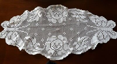 Vintage Butterfly Filet Lace Crochet TableCloth Centrepiece Needlelace Off-White
