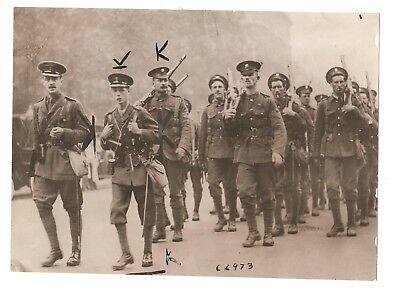 photo  british prince albert with the grenadiers guards 1914