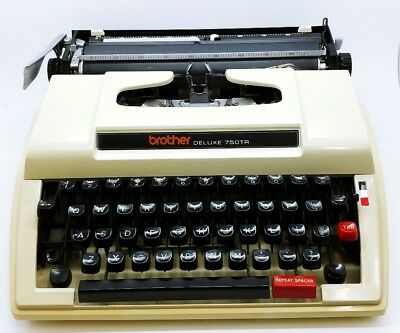 Vintage BROTHER DELUXE 750TR manual Typewriter w/Case