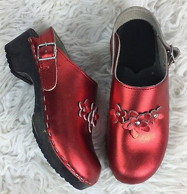 Hanna Andersson Girls Size 34 Red Floral Leather Stapled Slip On Mule Clogs