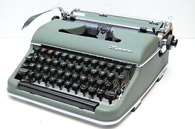 Vintage 1956 Olympia SM3 DeLuxe Portable Green Typewriter & Case Made In Germany