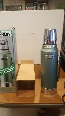 Vtg. Aladdin STANLEY 1 Quart Green Thermos A-944DH Made in USA