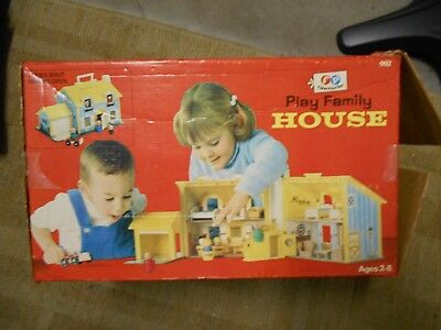 Vintage Fisher-Price Play Family House 952 With Furniture & People In Box