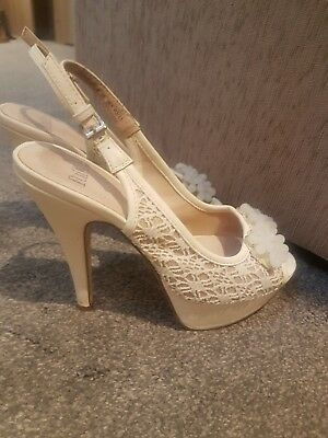 Ivory Faith Size 5 Heel. Lace. Perfect For Wedding Or Bridal